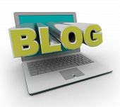 Bloggen op een laptopcomputer