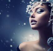 Winter schoonheid vrouw. Christmas Girl Makeup.Make-up