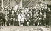 BRZESKO NOWE, POLAND, CIRCA FORTIES - Vintage photo of big multigenerational family with children po