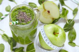 picture of smoothies  - Apple and spinach green smoothie in mason jar - JPG