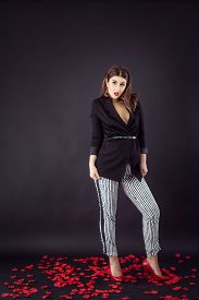 foto of v-day  - Woman in smart casual fashion look - JPG